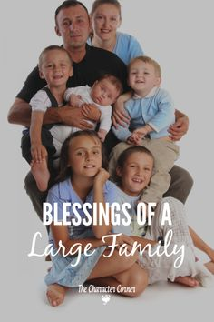 My husband and I have eight wonderful children, and I have to say that there are many blessigs of a large family! There may be some extra challenges with a bigger family, but they are far outweighed by the blessings. Family Goals, Family Life, Big Family Photos, Train Up A Child, Step Parenting, Family Organizer, Christian Parenting, Blessings, Blessed