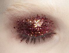 Prada - copper glitter eye make up Makeup Inspo, Makeup Art, Makeup Inspiration, Makeup Tips, Hair Makeup, Gold Makeup, Beauty Make Up, Hair Beauty, Festival Make Up