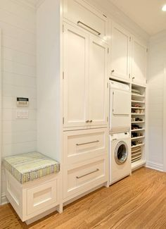 compact with plenty of storage and laundry -  wow, like that small seat on end corner