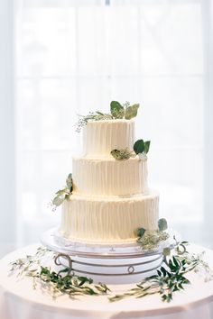 What's your wedding style? Did you know you can search our flowers by style? Head to the profile link to see what you love! Photography: @justinalouisephotography Wedding Cakes With Flowers, Amazing Wedding Cakes, Wedding Cakes With Cupcakes, White Buttercream, Buttercream Wedding Cake, Bulk Flowers Online, Bread Art, Themed Wedding Cakes, Gorgeous Cakes