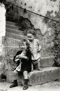 +~+~ Vintage Photograph ~+~+  Inquisitive children.  By João Martins ~ Portugal.