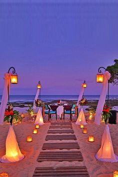 25 Romantic Backyard Wedding Decor Ideas On a Budget Wedding Themes, Wedding Venues, Wedding Decorations, Wedding Lanterns, Wedding Lighting, Wedding Colors, Night Beach Weddings, Beach Themed Weddings, Beach Night