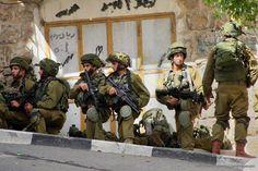 Pejabat Penjajah Zionis Ancam Hukum Massal Warga Al-Khalil  Foto: MEMO  LONDON Ahad (Middle East Monitor): Seorang pejabat Israel menegaskan bahwa hukuman keras akan dijatuhkan terhadap warga sipil Palestina yang tinggal di desa-desa tempat asal para pelaku serangan terhadap para serdadu Israel. Pasukan penjajah Zionis kemarin (17/9) menembak dan membunuh remaja Palestina berusia 18 tahun Moussa Muhammed Khaddour dan melukai tunangannya Raghad Abdullah Khaddour (18) hingga dalam kondisi…