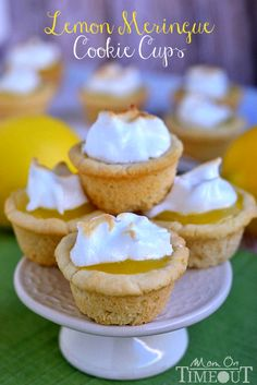 Sugar cookie cups pair perfectly with the refreshingly tart lemon curd filling in these Lemon Meringue Cookie Cups! YUMMY IM MAKING THESE TOO! Lemon Desserts, Lemon Recipes, Mini Desserts, Just Desserts, Sweet Recipes, Cherry Recipes, Cupcakes, Cupcake Cakes, Muffins