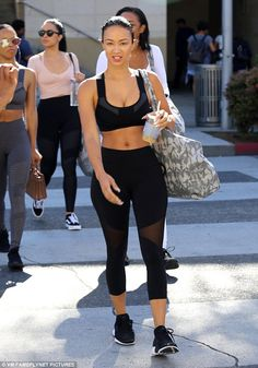 Draya Michele displays her taut tummy in fitted black sports bra Celebrity Fashion Looks, Celebrity Style Casual, Look Fashion, Fashion Outfits, Gym Outfits, Fashion Trends, Draya Michelle, Black And White Sneakers, Celebs