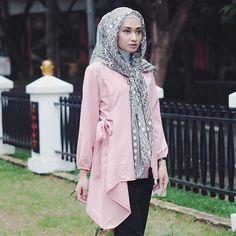 """before Alice got to wonderland, she had to fall. Hijab Evening Dress, Evening Dresses, Hijab Fashion, Fashion Outfits, Womens Fashion, Simple Hijab, Blouses For Women, Niqab, Dress Up"