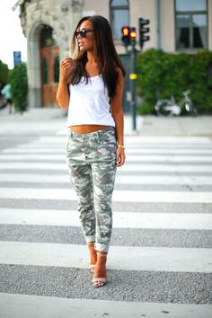 Johanna Olsson is wearing camo pants from Lindex, top from Gina Tricot, shoes from Nicholas and sunglasses from Givenchy