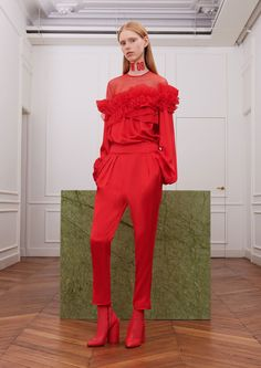 Givenchy Fall 2017 Ready-to-Wear Collection Photos - Vogue Fashion Colours, Red Fashion, Live Fashion, Fashion 2017, Fashion News, Runway Fashion, Fashion Show, Autumn Fashion, Fashion Looks