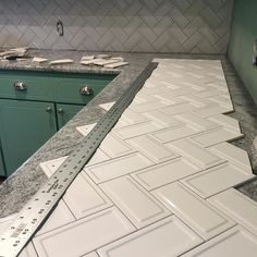"""Back at it at my friends house to finish up this backsplash! Pretty obsessed with these new  #interceramic 3x6 """"ups & downs"""" subway tile.  #tile#modern#trends#customhomes#porcelain#subway#interceramic#farmhouse#industrial#herringbone#tilecontractors#renovation#inspiration#oklahoma#remodel#flip#nolippage#custom#industry#flooring#hgtv#construction#tileaddiction#tileporn by treywehling"""