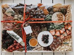 Cheese and Charcuterie boards, Grazing Tables boxes and platters Diy Dessert, Dessert Table, Boho Hen Party, Grazing Platter Ideas, Raspberry Whipped Cream, Graze Box, Breakfast Platter, How To Make Pancakes