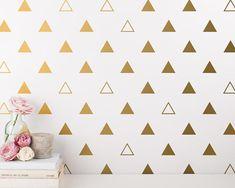 ============= DÉTAILS D'ARTICLE ============= • Chaque autocollant triangle est est 2.5 X 2 • Il y a 2 styles de triangles inclus - triangles solides et contours de triangle • Si vous achetez 48 Stickers que vous recevrez: 32 triangles solides et 16 triangle contours • Si vous