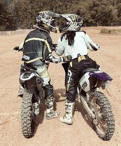 Dirt Bike Couple, Motocross Couple, Motocross Outfits, Motocross Love, Biker Couple, Motorcycle Couple, Cute Couples Photos, Cute Couples Goals, Couple Goals