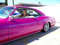 Pretty Chola in her bad as car bien tumbada