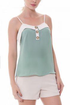 4bce33dd7d Alcinha confeccionada em crepe com pala e detalhe de botões frontais blusa  de alcinha