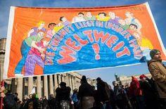 In Stuttgart haben am Samstag 7000 Menschen auf dem Schlossplatz gegen Rassismus demonstriert. Foto: dpa