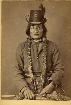 An important collection of 127 Native American Images - including a portrait of the famous Sitting Bull - will be offered in Special Auction Services' Photographica sale on Thursday October in Newbury Native American Pictures, Native American Tribes, Native American History, American Indians, American Symbols, Sioux, Sitting Bull, Photo Portrait, American Indian Art
