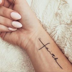 81 Small Meaningful Tattoos for Women Permanent and Temporary Tattoo Designs 81 petits tatouages significatifs pour les femmes Mini Tattoos, Trendy Tattoos, Popular Tattoos, New Tattoos, Faith Tattoos, Tatoos, Faith Tattoo On Wrist, Wrist Tattoos Quotes, Ladies Tattoos