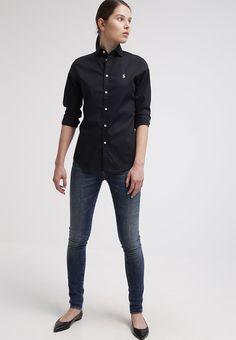 ¡Consigue este tipo de camisa entallada de Polo Ralph Lauren ahora! Haz  clic para ver los detalles. Envíos gratis a toda España. Polo Ralph Lauren  KENDALL ... 54d68d38128a