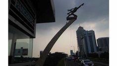 Edhi merupakan pematung legendaris di Indonesia