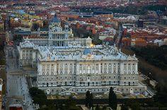 Palacio Real de Madrid (Filipino Juvarra y Giovanni Battista Sachetti, 1755). En sus obras nacería la Real Academia de Bellas Artes de San Fernando.