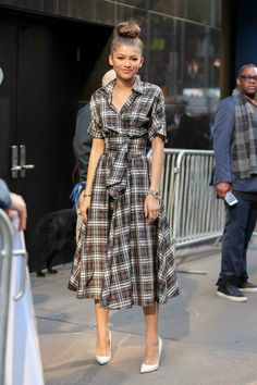 Zendaya never fails to wow us. From a burgeoning star to a full-on style maven, Zendaya definitely brought her A-game this year. We're taking a look back at some of her chicest looks. Zendaya Outfits, Zendaya Style, Zendaya Coleman, Fashion Line, Modest Fashion, Celebrity Dresses, Celebrity Style, Moda Zendaya, Estilo Hippie