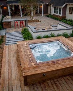 Fantastic Outdoor Hot Tub Suitable for Small Backyard