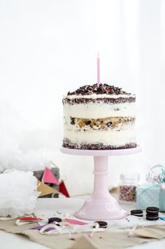 Louise´s Spis: Naked Cookies and Cream Birthday Cake, and a late Blogiversary! (Naken Oreo Tårta)