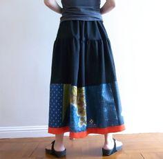 ビンテージの着物地を使ったフレアスカート -ロング Japanese Textiles, Japanese Fabric, Japanese Kimono, Ethnic Fashion, Kimono Fashion, Casual Outfits, Fashion Outfits, Womens Fashion, Kimono Fabric