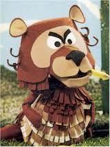 Droes de Beer, een humeurige beer, in het begin nog 'boosaardig' genoemd