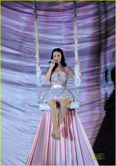 Katy Perry Grammy Dress 2014 | Katy Perry: Grammys Performance Featuring Wedding Video!