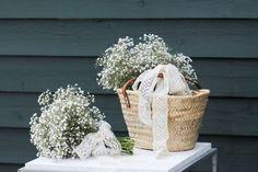 Bouquet de Mariée et Demoiselle d'honneur  #louisdubois #louisduboisfleuriste #fleuriste #fleuristeevenementiel #iledere #larochelle #bordeaux #mariage #fleurs #bouquetdemariee #bouquetdedemoiselledhonneur #plusbeaujourdemavie #ruban   #gypsophile #dentelleancienne #panierosier