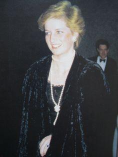 1/25/1987 Diana arrives at the Royal Festival Hall for Kryzstof Penderecki's Polish Requiem at the Arthur Rubinstein Memorial Concert