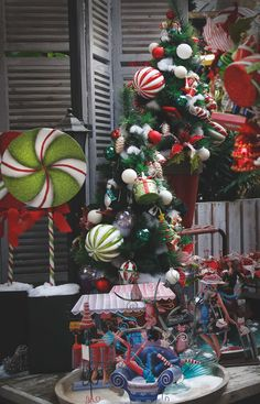 Green, red and white shades for an eccentric #Christmas effect. #Agricola #home #KatherineCollection