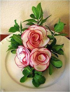 This site has great ideas for Fruit and Vegetable Art. Radish roses would make . - This site has great ideas for Fruit and Vegetable Art. Radish roses would make a great piece for a - L'art Du Fruit, Deco Fruit, Fruit Art, Fruit Trays, Fresh Fruit, Veggie Art, Fruit And Vegetable Carving, Radish Flowers, Carrot Flowers