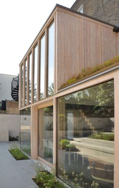 Private Award Winner 2012 Location: London Building Owner/ Client: Private Architect: David Mikhail Architects Structural Engineer: Heyne Tillett Steel Main Contractor/ Builder & Joinery company: Eurobuild Contractors Ltd Wood Supplier: Finnforest (Metsa) Architecture Design, Residential Architecture, Architecture Magazines, Extension Veranda, Timber Cladding, London House, Metal Buildings, House Extensions, Interior And Exterior