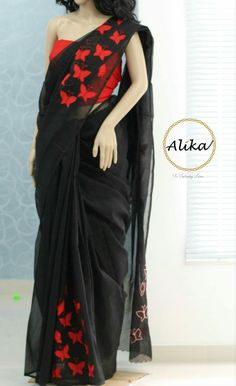 Black n red simple yet trendy and lovely 😍😍😍 Simple Sarees, Trendy Sarees, Indian Beauty Saree, Indian Sarees, Indian Attire, Indian Outfits, Saree Embroidery Design, Hand Embroidery, Saree Blouse Designs