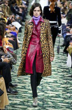 Paco Rabanne Fall 2019 Ready-to-Wear Fashion Show Collection: See the complete Paco Rabanne Fall 2019 Ready-to-Wear collection. Look 19 Bold Fashion, 80s Fashion, Fashion Week, Fashion Photo, Runway Fashion, Vogue Fashion, Fashion Addict, Paco Rabanne, Vogue Paris