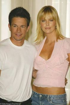 Charlize Theron Mark Wahlberg / The Italian job. Charlize Theron Style, The Italian Job, Movie Magazine, The Allure, Mark Wahlberg, Celebs, Celebrities, Celebrity Couples, Hollywood Stars