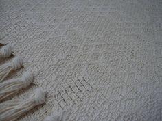 """Tapete Grande para quarto ou sala medindo 1.50 x 2.00 """"Frete Grátis""""  Descrição: Feito com fios de algodão; Confeccionado em tear; Fácil de limpar; Pode ser lavado em máquina ou tanquinho;  Contém: 1 Tapete medindo 1,50 x 2.00 Por favor, antes de clicar em comprar, leia o anúncio com cuidado verifique a cor desejada e caso tenha dúvidas entre em contato no campo de perguntas, que responderemos o mais rápido possível.  São diversas cores e modelos, além dos tapetes para quarto ou sala temos…"""