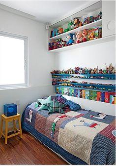 Aéreo sobre a cama - fechamento em sistema toldo. Aproveitamento de espaço (trabalhos escolinha, etc)