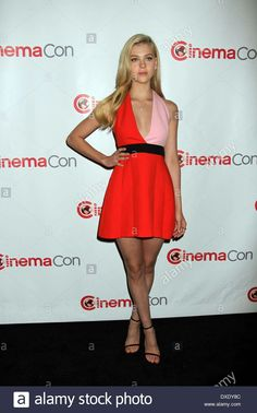 Nicola Peltz in a colorblock Fausto Puglisi dress at the CinemaCon 2014 Paramount Pictures Opening Night Nicola Peltz, Sexy Outfits, Cute Outfits, Mark Wahlberg, Paramount Pictures, What's Trending, Knee Length Dresses, Hot Actresses, Woman Crush