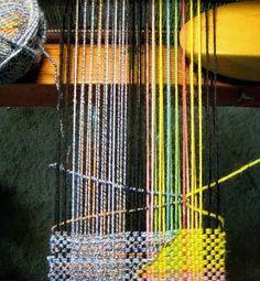 Weaving tutorial for Clasped-Weft Technique Card Weaving, Tablet Weaving, Loom Weaving, Rug Loom, Weaving Textiles, Weaving Patterns, Tapestry Weaving, Art Textile, Fibre Textile