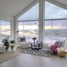 51 comfy farmhouse living room design to steal 1 Paz Interior, Home Interior, Interior Design, Dream Beach Houses, Scandinavian Home, Coastal Living, House Rooms, My Dream Home, Interior Inspiration