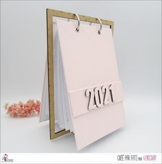 """Fati : #Tampons et #matrices de coupe #dies #4enSCRAP """"#calendar 2021 in #English"""" #hiver #scrapbooking #DIY #loisirscréatifs #month #date Mini Albums, Advent Calenders, Home And Deco, Tampons, Gift Wrapping, Scrapbooking Diy, Date, Gifts, English"""