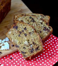 You'll love the chewy but still moist texture of this healthy Whole Wheat Banana Bread with Chocolate and Coconut. Vegaterian Recipes, Easy Bread Recipes, Low Calorie Recipes, Baking Recipes, Dessert Recipes, Desserts, Healthy Recipes, Retro Recipes, Healthy Baking