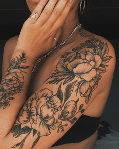 Get to witness the most amazing tattoos deisgns here. We have the most splendid art styles that will tell you all the henna tattoo. Get your henna tattoo for your wrist, back,arm,forearm, neck and even your leg. Unique Half Sleeve Tattoos, Unique Tattoos, Small Tattoos, Female Tattoo Sleeve, Floral Tattoo Sleeves, Floral Arm Tattoo, Forearm Sleeve Tattoos, Temporary Tattoos, Upper Arm Tattoos