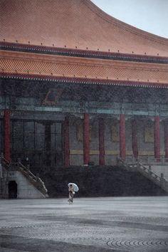 La téméraire (Taipei) by Christophe Jacrot Christophe Jacrot, City Rain, Lost In Translation, Collor, Color Studies, Urban Life, Street Photographers, Mood, Japanese Artists