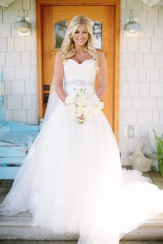 So beautiful! #EnzoaniRealBride Lauren looking picture perfect on the big day | Carats & Cake