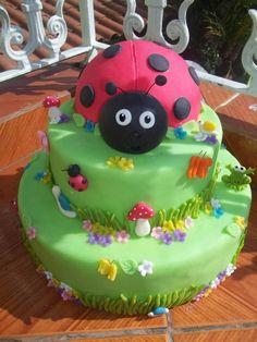 bolo de joaninha 2 andares - Pesquisa Google