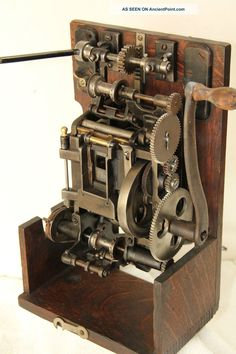 edison_projecting_kinetoscope__hand___crank_35mm_motion_picture_projector_head_4_lgw.jpg (1066×1600)